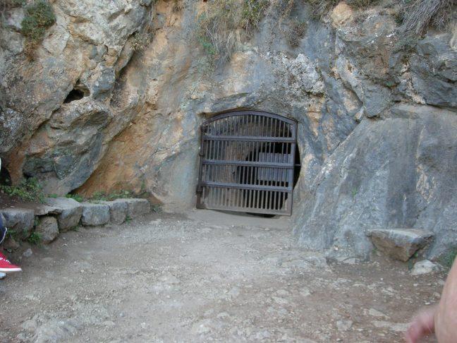 Entrada cueva A